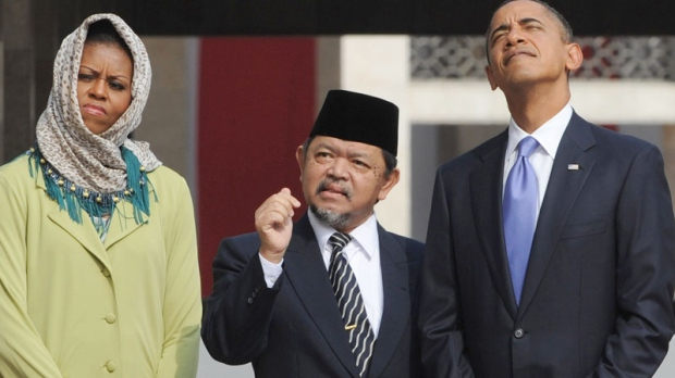 U.S. President Barack Obama, right, and First Lady Michelle Obama are led on a tour by Grand Imam Ali Mustafa Yaqub at the Istiqlal Mosque in Jakarta, Indonesia Wednesday, Nov. 10, 2010. (AP / Adek Berry)