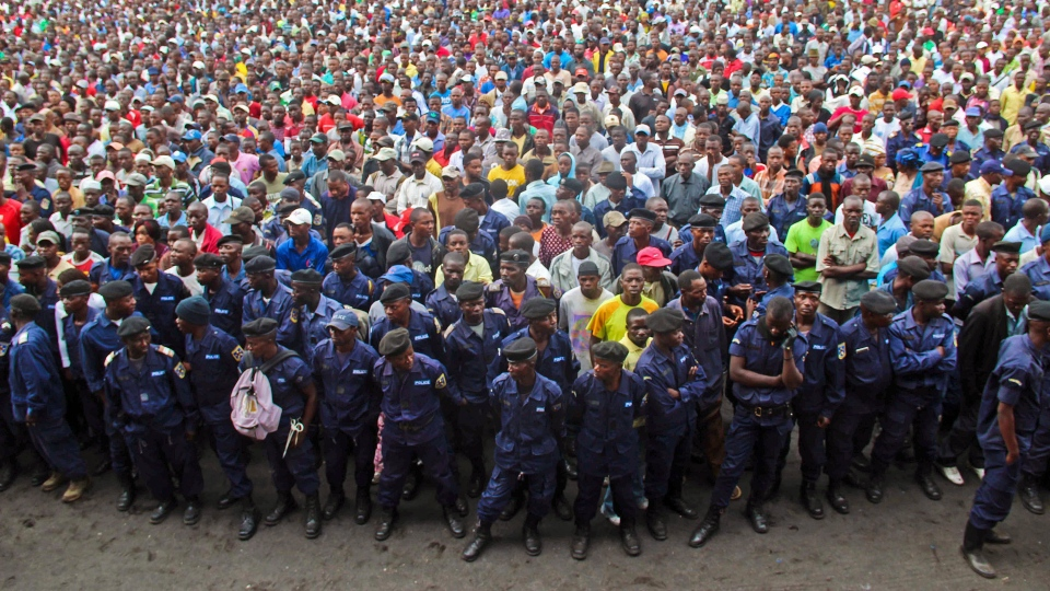 Congo government policemen and civilians gather during a M23 rally in Goma, Congo, on Wednesday, Nov. 21, 2012. (AP Photo/Melanie Gouby)