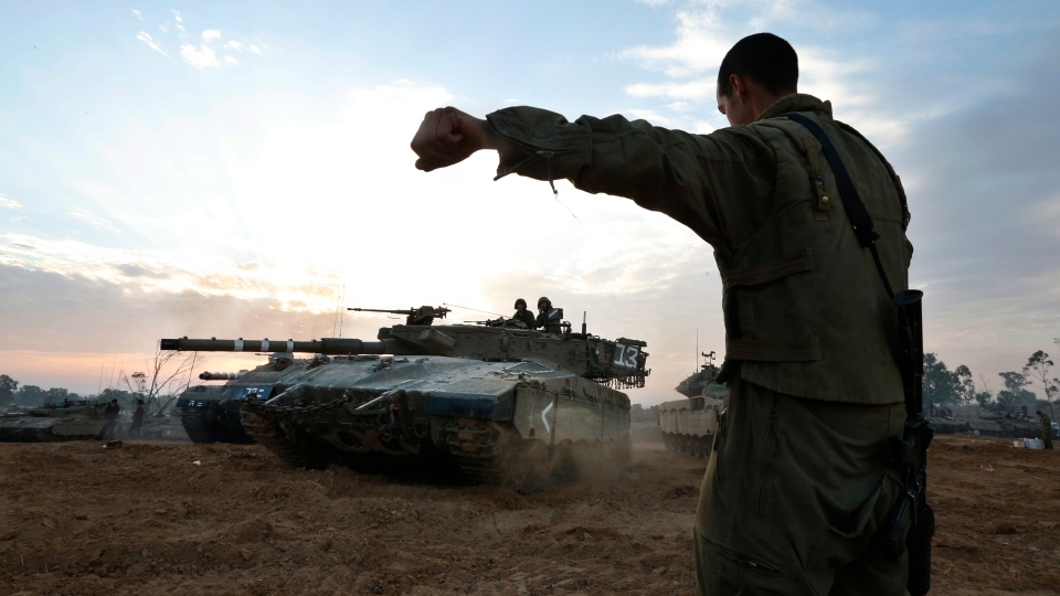 An Israeli soldier guides a tank to a new position at a staging area near southern Israel, Thursday, Nov. 22, 2012. (AP / Lefteris Pitarakis)