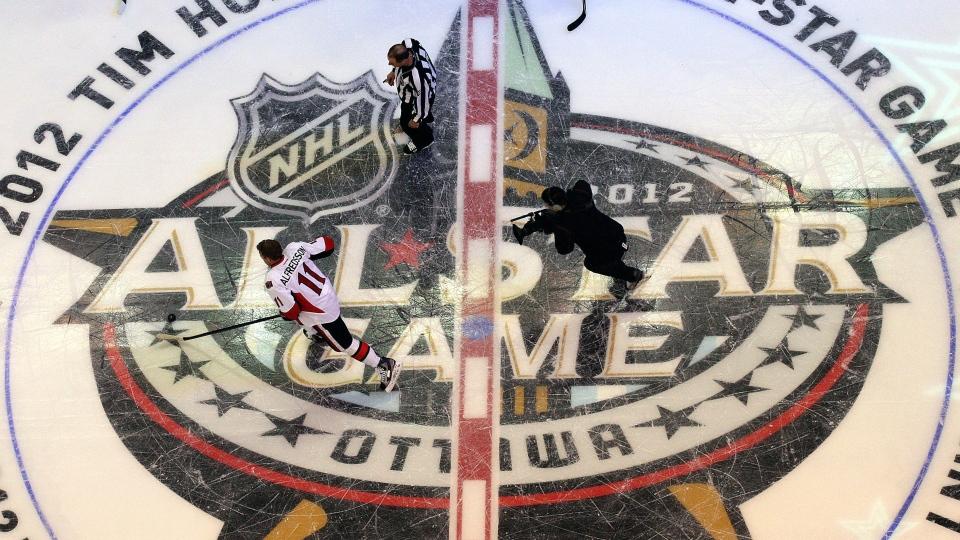 Ottawa Senators' Daniel Alfredsson takes part in the NHL All-Star skills hockey competition in Ottawa, Jan. 28, 2012. (Sean Kilpatrick / THE CANADIAN PRESS)