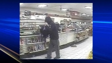 Police seek robbery suspect, 7-Eleven