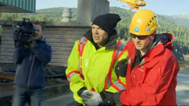 A missing hiker was rescued from the North Shore Mountains on Monday morning. Nov. 26, 2012. (CTV)
