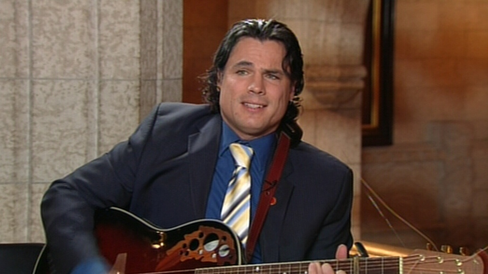 Conservative Sen. Patrick Brazeau sings on CTV's Power Play on Tuesday, Nov. 27, 2012.