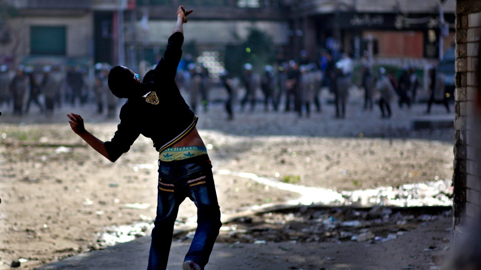 Egyptian protesters clash with security forces near Tahrir square, in Cairo, Egypt, Wednesday, Nov. 28, 2012. (AP / Khalil Hamra)