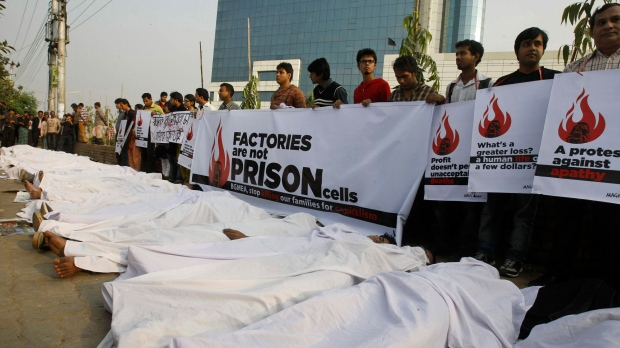 Bangladeshi protesters fire factory garment worker