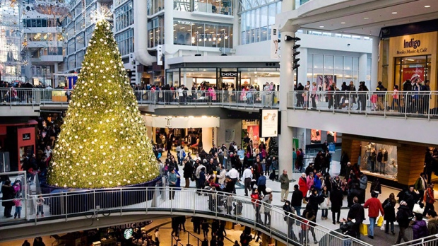 People Christmas shop in the Eaton Centre in Toronto, Dec. 23, 2009. (Darren Calabrese / THE CANADIAN PRESS)