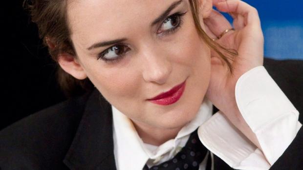 Winona Ryder apologizes to Natalie Portman | CTV News