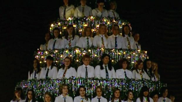 Singing Christmas Tree Edmonton.Singing Christmas Tree Has Special Meaning For Edmonton