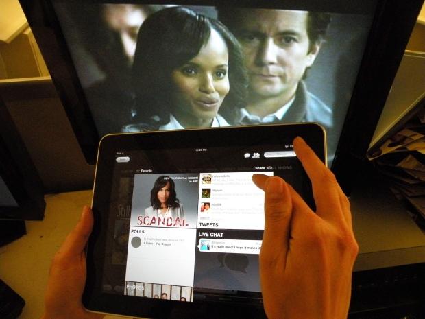 Social media TV double screen
