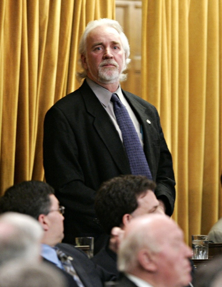 Independent MP Chuck Cadman votes during a confidence vote on the federal budget in the House of Commons on Parliament Hill in Ottawa on May 19, 2005.(THE CANADIAN PRESS / Tom Hanson)