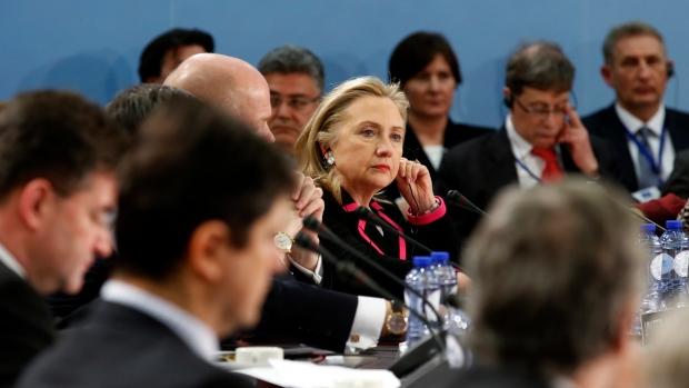 Clinton calls on North Korea to halt rocket launch