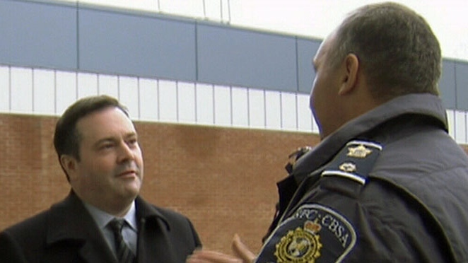Canadian Immigration Minister Jason Kenney speaks with a Canadian Border Services agent in Stanstead, Que. on Dec. 5, 2012.