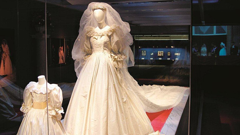 Princess Diana S Wedding Dress Family Heirlooms Coming To