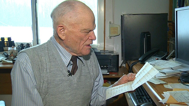 Jack Speers reads a letter from his mother, mailed in December, 1943, that he finally received on November 30, 2012.