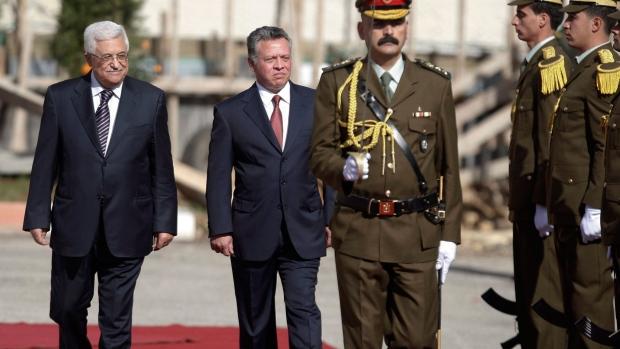 King Abdullah II visits President Mahmoud Abbas