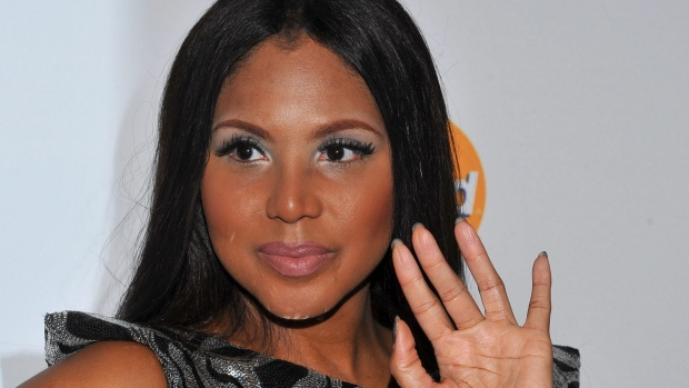 Lupus forces singer Toni Braxton into hospital