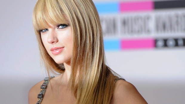 Taylor Swift arrives at the 38th Annual American Music Awards on Sunday, Nov. 21, 2010 in Los Angeles. (AP / Chris Pizzello)