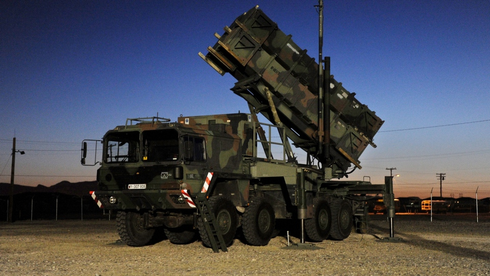 A Patriot surface-to-air missile battery stands on training grounds in Fort Bliss near El Paso, Texas, Feb. 15, 2012.  (dapd / Oliver Lang)