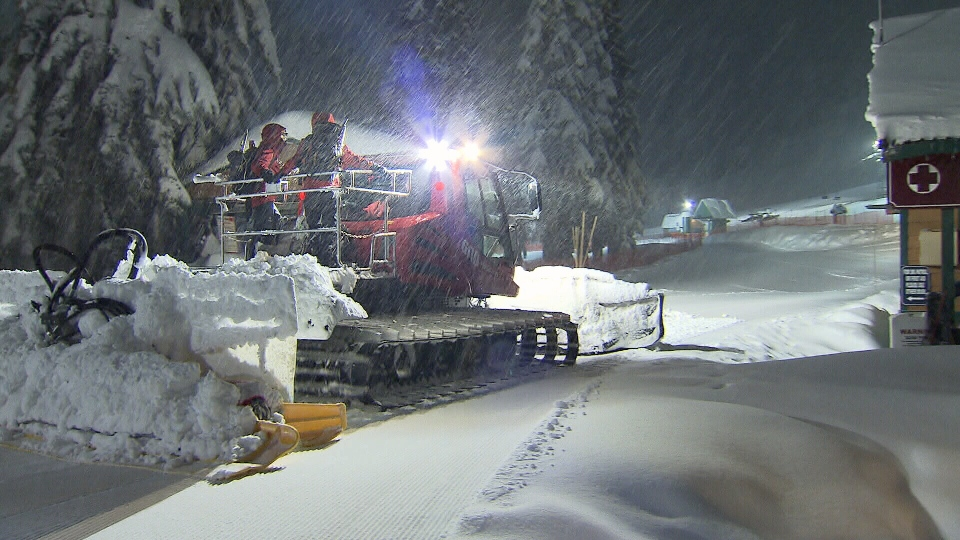 Rescuers searched overnight for a missing snowboarder on Cypress Mountain. Dec. 17, 2012. (CTV)
