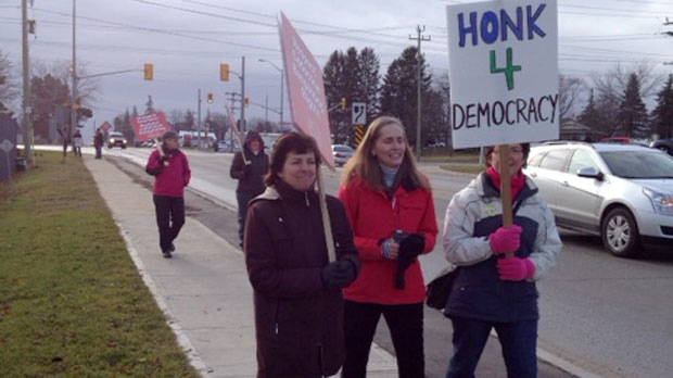 Teachers with the Bluewater District School Board picket in Walkerton, Ont. on Wednesday, Dec. 19, 2012. (Scott Miller / CTV London)
