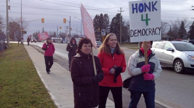 Teachers with the Bluewater District School Board picket in Walkerton, Ont. on Wednesday, Dec. 19, 2012. (Scott Miller / CTV London)
