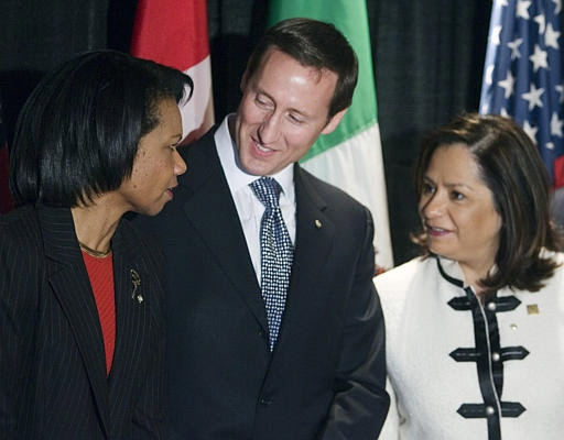 U.S. Secretary of State Condoleezza Rice confers with Foreign Affairs Minister Peter MacKay and Mexican Secretary of Foreign Affairs Patrica Espinosa before a meeting in Ottawa on Friday. (CP / Fred Chartrand)