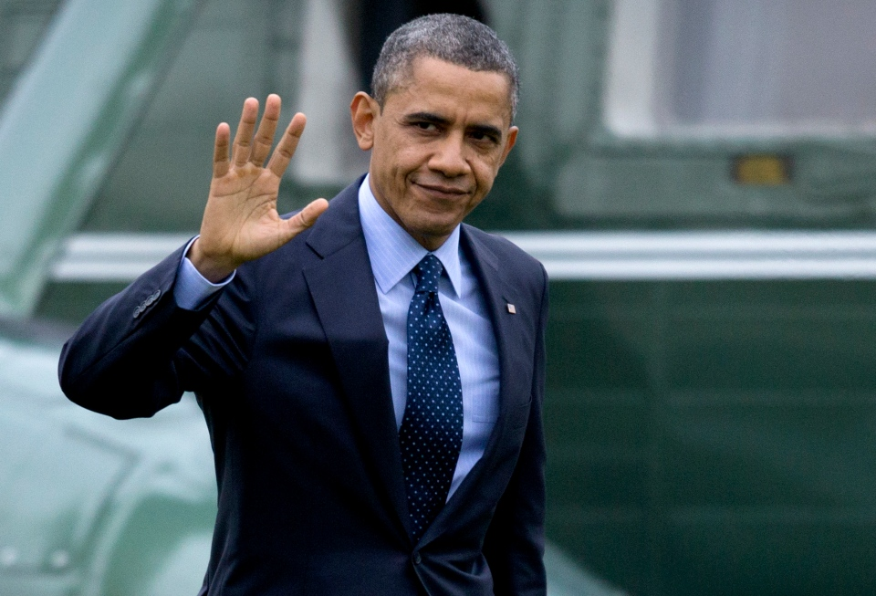 U.S. President Barack Obama waves to the media as he walks from Marine One to the Oval Office of the White House on Dec. 20, 2012. (AP / Carolyn Kaster)