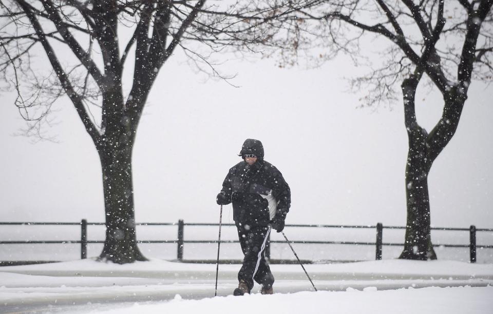 A man walks along Lakeshore Boulevard as snow falls in Montreal Friday, December, 21, 2012. (Graham Hughes / THE CANADIAN PRESS).