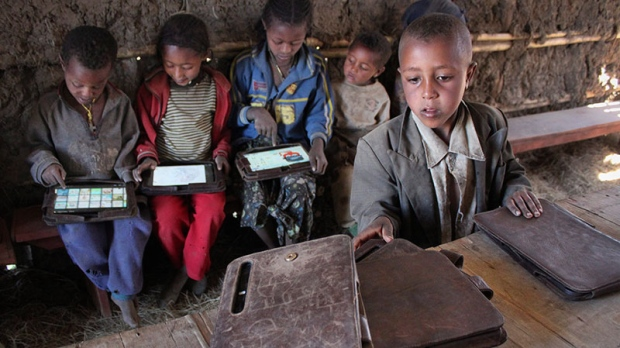 Children given tablets in Ethiopia