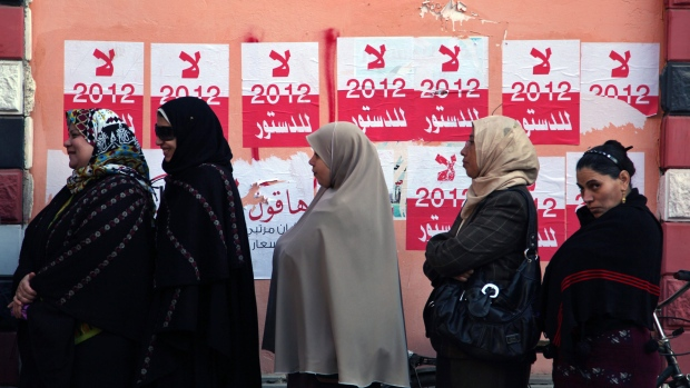 Egyptian women line up for constitution vote
