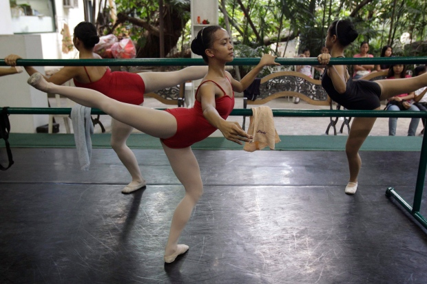 Ballet scholarship targets poor youth in Manila