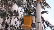 Hydro crews work to restore power Quebec