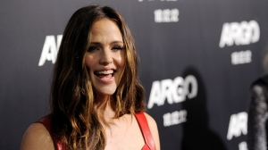 "Actress Jennifer Garner poses at the premiere of the film ""Argo"" at The Academy of Motion Picture Arts & Sciences on Thursday, Oct. 4, 2012, in Beverly Hills, Calif. (Photo by Chris Pizzello/Invision/AP)"