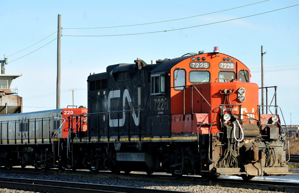 A CN locomotive makes its way through the CN Taschereau yard in Montreal in this 2009 file photo. (Graham Hughes / THE CANADIAN PRESS)