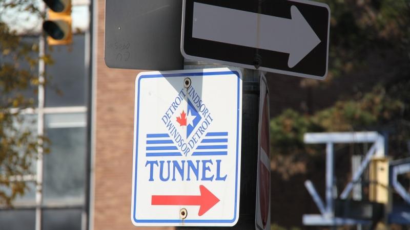 A sign directing drivers to the Detroit-Windsor Tunnel in Windsor, Ont, Nov. 16, 2012. (Melanie Borrelli / CTV Windsor)