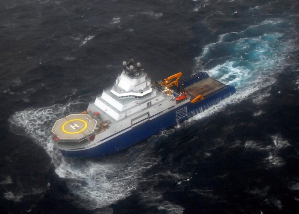 The tugboat Aiviq travels with the mobile drilling unit Kulluk in tow 116 miles southwest of Kodiak City, Alaska, Sunday, Dec. 30, 2012. (U.S Coast Guard, Chris Usher)