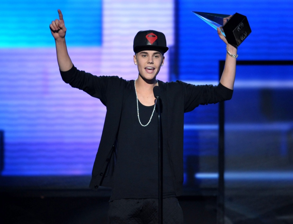 Justin Bieber is shown at the 40th Anniversary American Music Awards, in Los Angeles, on Nov. 18, 2012. (AP Photo / Invision / John Shearer)