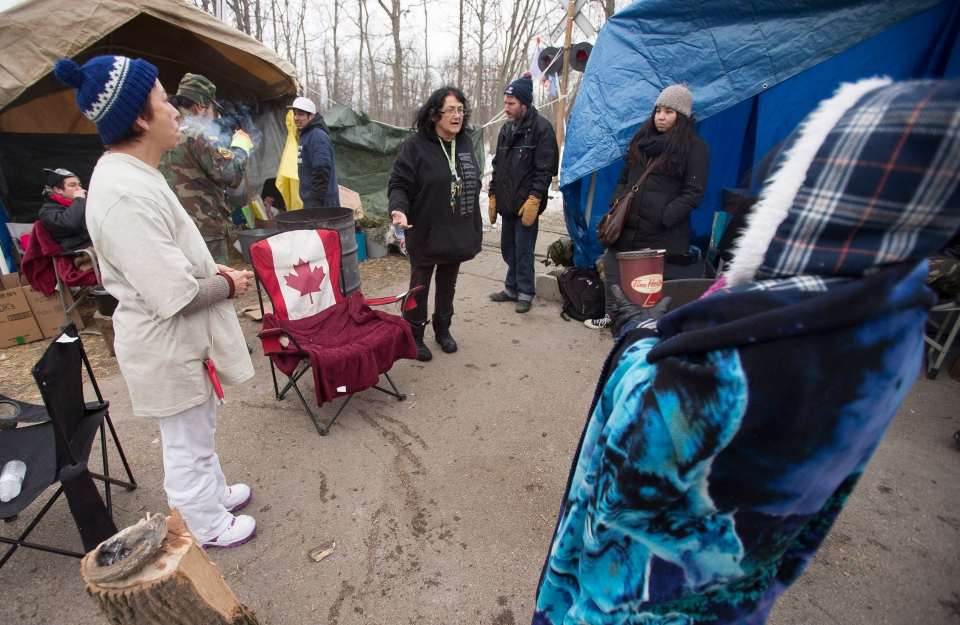 First Nations protesters meet to make plans to the end blockade of the CN tracks in Sarnia, Ont., on Wednesday, Jan. 2, 2013. (Geoff Robins / THE CANADIAN PRESS)