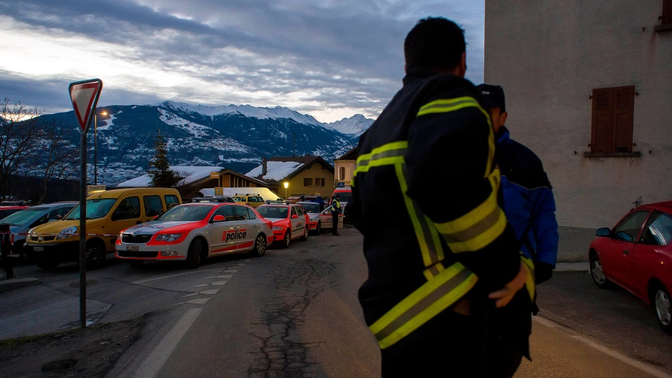 Police patrol in the village of Daillon after a shooting, in Switzerland, early Thursday, Jan. 3, 2013. A man shot and killed three people and wounded another two in a Swiss village, and was then arrested by officers who shot and injured him. (AP Photos / Keystone / Olivier Maire)