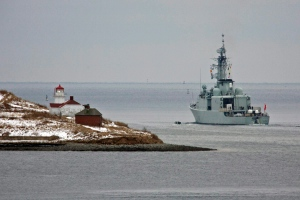 HMCS Athabaskan heads past Georges Island as it heads out of the harbour in Halifax, Thursday, Jan. 14, 2010. (Andrew Vaughan / THE CANADIAN PRESS)