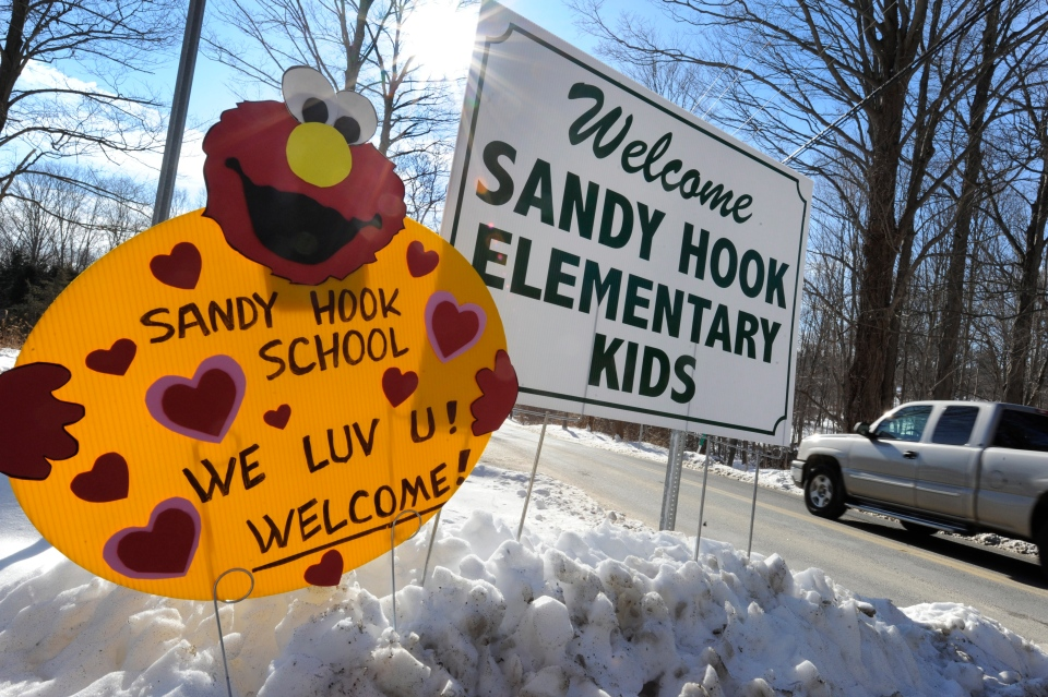 A sign welcomes Sandy Hook Elementary school children on their first day of classes near the former Chalk School in Monroe, Conn., Thursday, Jan. 3, 2013. (AP / Jessica Hill)