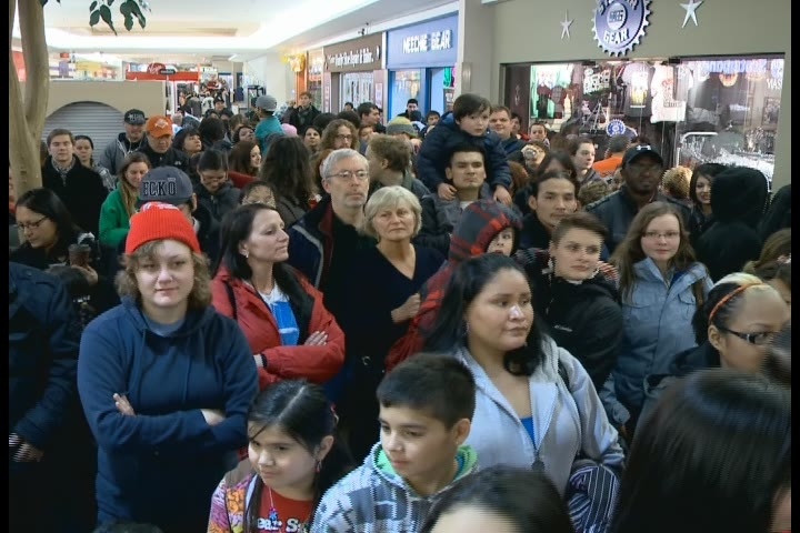 Hundreds gathered at The Centre mall Thursday to voice opposition to the federal government's Bill C-45 and support the Idle No More movement.