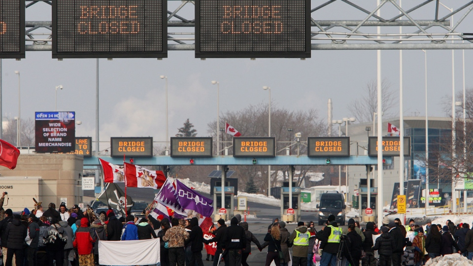 Aboriginal protesters and supporters in the Idle No More movement block the Blue Water Bridge border crossing to the United States in Sarnia, Ont. on Saturday, Jan. 5, 2013. (Dave Chidley / THE CANADIAN PRESS)
