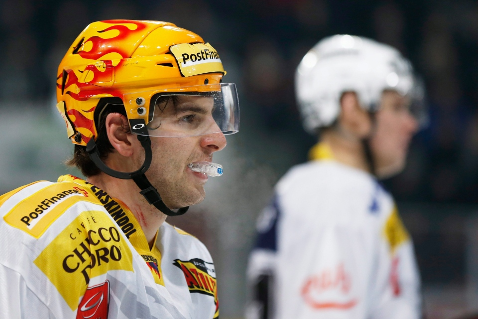 Bern's John Tavares, left, looks on next to Canadian-born Swiss teammate Ryan Gardner, right, during the Swiss League A hockey match between SC Bern and EHC Biel in Bern, Switzerland, Saturday, Dec. 22, 2012. (Keystone / Peter Klaunzer)