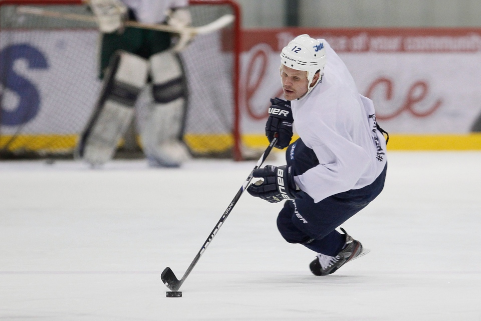 Winnipeg Jets Olli Jokinen takes part in an informal hockey practice in Winnipeg on Monday, Jan. 7, 2013. (John Woods / THE CANADIAN PRESS)