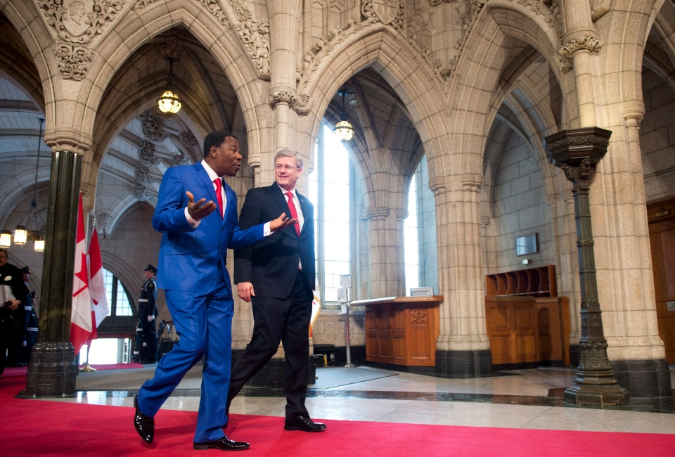 Prime Minister Stephen Harper speaks with the President of the Republic of Benin and Chairperson of the African Union Thomas Boni Yayi as he arrives on Parliament Hill in Ottawa on January 8, 2013. (Adrian Wyld / THE CANADIAN PRESS)