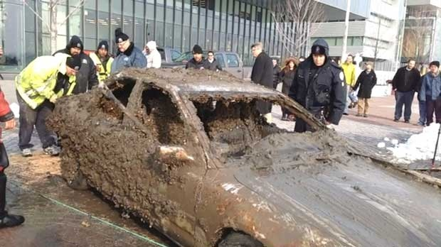Police examine one of two vehicles pulled from Lake Ontario in downtown Toronto on Tuesday, Jan. 8, 2013.