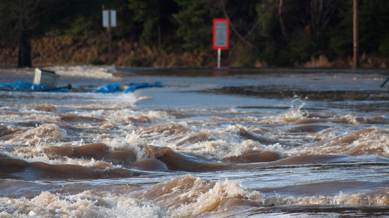 Flooding of the Nashwaak and Tay Rivers near Stanely, N.B., 50 km north of Fredericton, Tuesday, Dec. 14, 2010. (Corinne Arseneau / MyNews.CTV.ca)