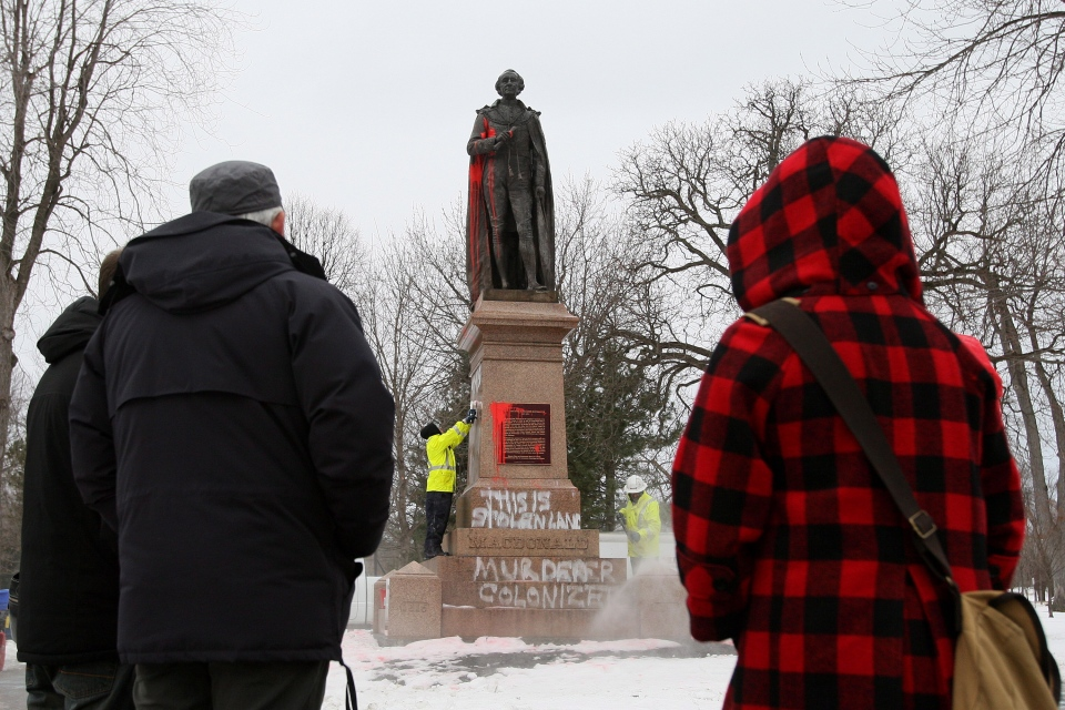 City of Kingston employees remove graffiti on the statue of Sir John A. Macdonald, Canada's first prime minister, in City Park in Kingston, Ont. on Friday Jan. 11, 2013. (Lars Hagberg / THE CANADIAN PRESS)