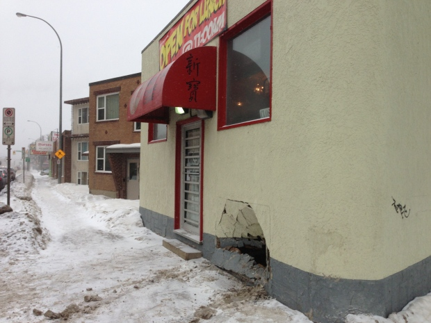 Taxi hits West Alexander restaurant
